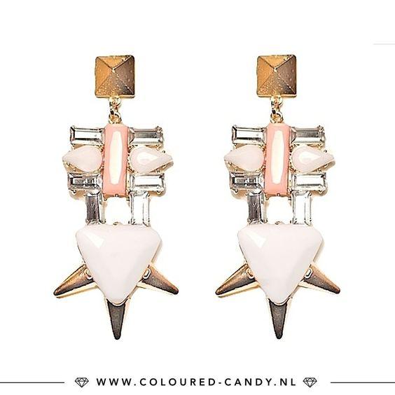 GLAM SQUAD // Deze statement oorbellen zetten je echt in de spotlight dit weekend!!✨ ➳ https://www.coloured-candy.nl/gouden-statement-oorbellen #colouredcandy #sieraden #jewelry #pink #summer #jewellery #earrings #trend #ootd #gold #statement #shop #fashion #mode #style #love #beauty #jewelrygram #fashionista #cute #girls #woman #trendy #beautiful #instagood #shopping #musthaves #bijoux #accessories