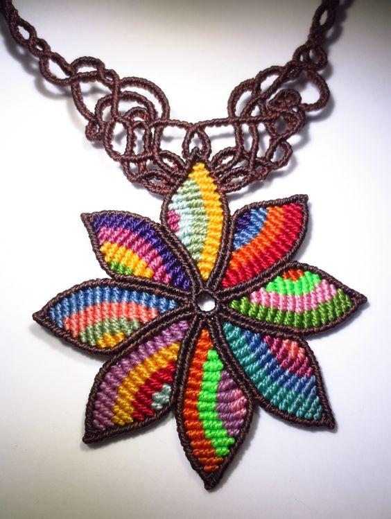 collier cr ation originale fleur multicolore en macram. Black Bedroom Furniture Sets. Home Design Ideas
