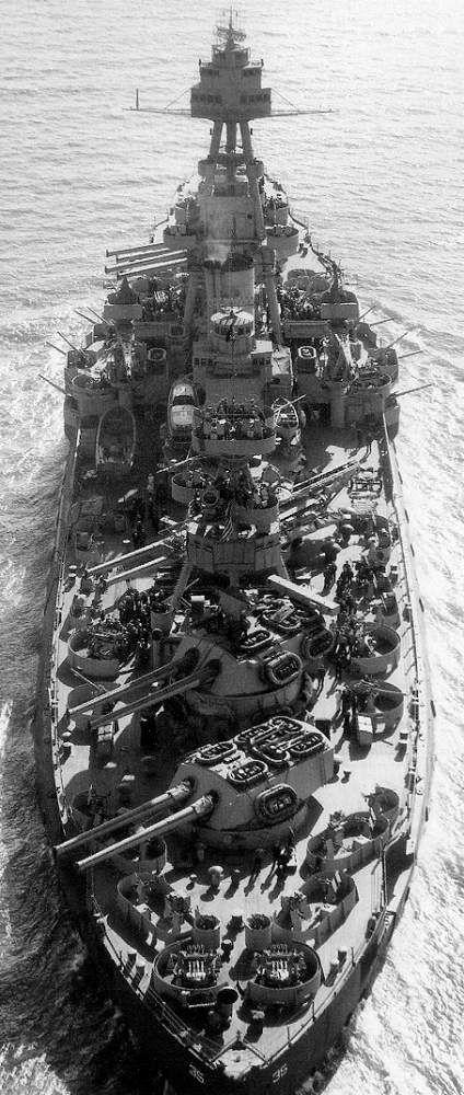 sixfrigates:USS Texas(BB-35) underway March 1943: