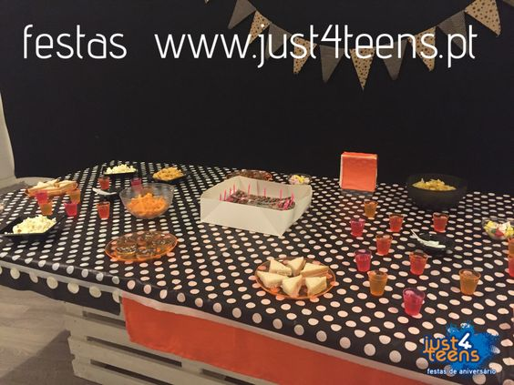 Uma festa na discoteca com jantar e bebidas para todos. #festas #aniversário #discoteca #just4teens