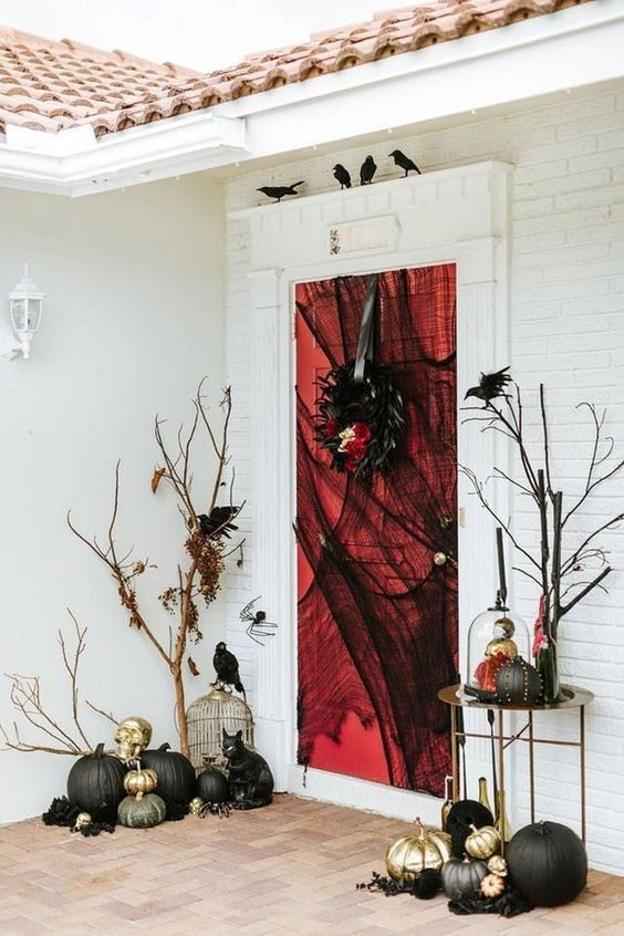 36 Fun And Scary Outdoor Halloween Decoration Halloween Front Door Decorations Halloween Decorations Indoor Halloween Outdoor Decorations