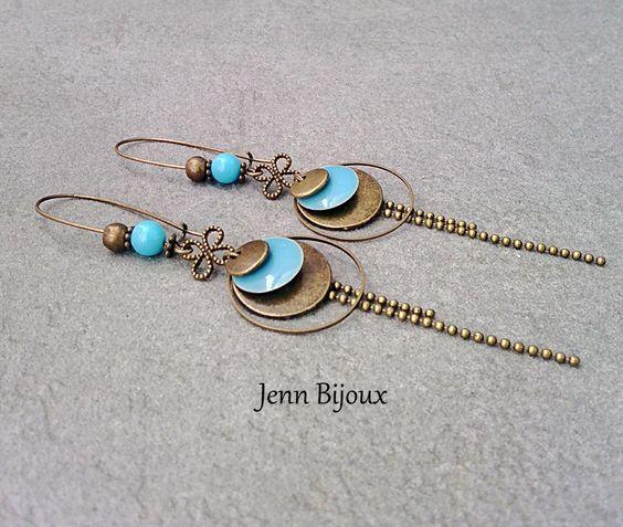 Boucles d'oreilles en métal bronze et bleue, connecteur , chaîne bille , sequin émaillé , anneaux et perle : Boucles d'oreille par jenn-bijoux-fait-main