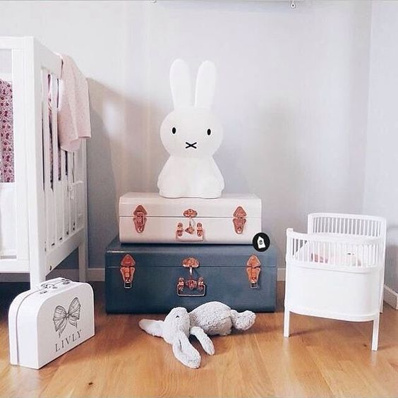 Happy Thursday everyone! We love this very cute kid's corner! Miffy lamp and Small Stuff Doll bed are all available at www.istome.co.uk 👈🏻 . Image via Lara Dite on #pinterest #kidsroom #kidsinterior #nordichome #nordicinspiration: