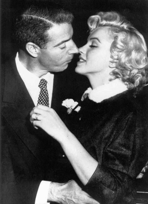 Actress Marilyn Monroe 1926 1962 With Baseball Player Joe Dimaggio 1914 1999 Marilyn Monroe Wedding Joe Dimaggio Marilyn Monroe Celebrity Wedding Photos