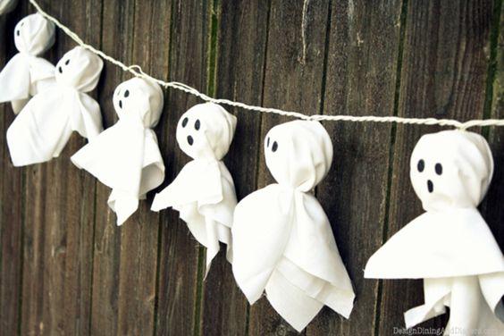 weiße Tücher als Geister für Lichterketten