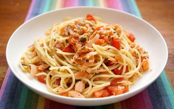 Spaghetti mit geräuchertem Lachs und Kapern