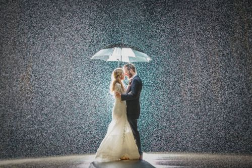 Beautiful Photo Proves Rain Can Make A Wedding All The More Magical - Yahoo Style UK