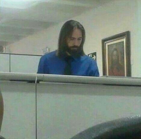 Você percebe que não está fácil para ninguém, quando até Jesus está trampando e ainda sendo escolhido como funcionário do mês!