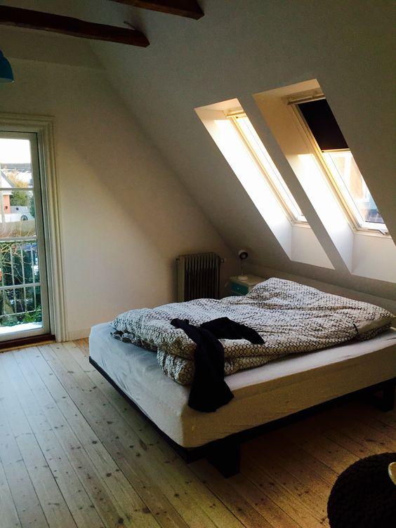 Soveværelse   tagvinduer, velux, altan, afhøvlede gulve og ...