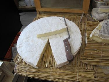 Brie de Meaux: Mushroomy and so creamy.