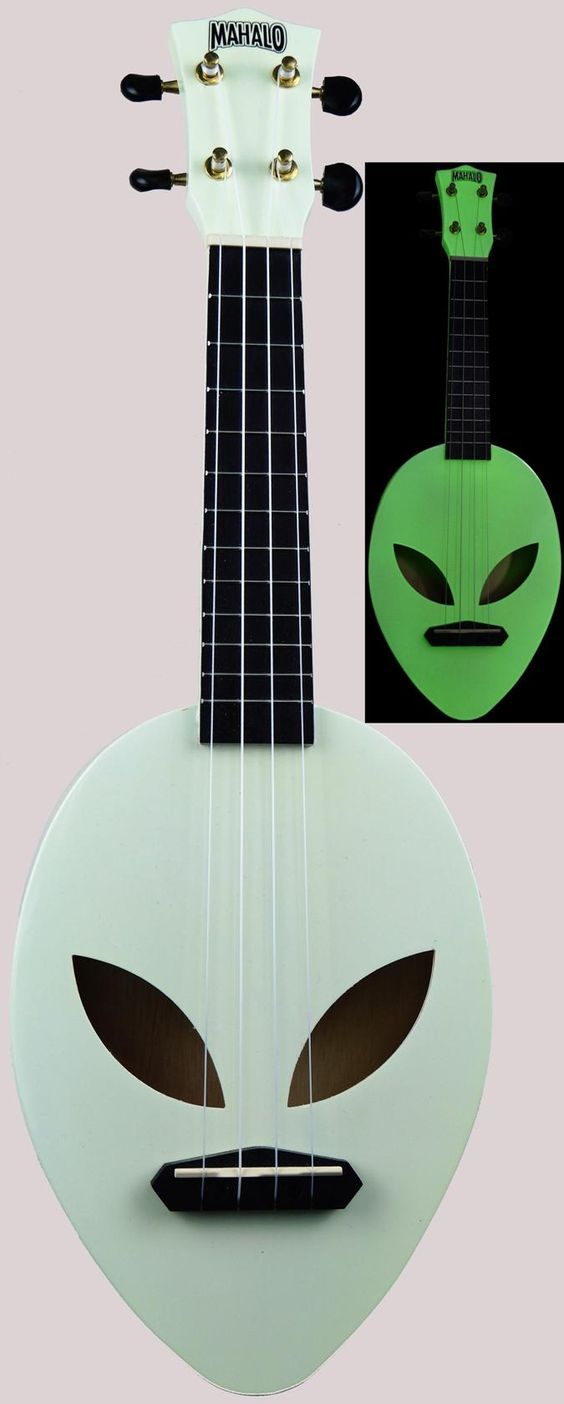 Mahalo Alien Soprano that glows in the dark