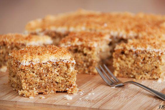 Cocos carrot cake. Echt super lekker, zelf gemaakt met laagje citroen glazuur. Mmm....