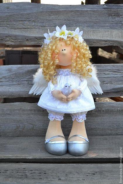 Купить или заказать АНГЕЛОЧЕК в интернет-магазине на Ярмарке Мастеров. Ангелочек - это интерьерная кукла. Волосы- синтетические , цветы - текстильные, крылья из перьев, обувь ручной работы. Цена 5500 р.