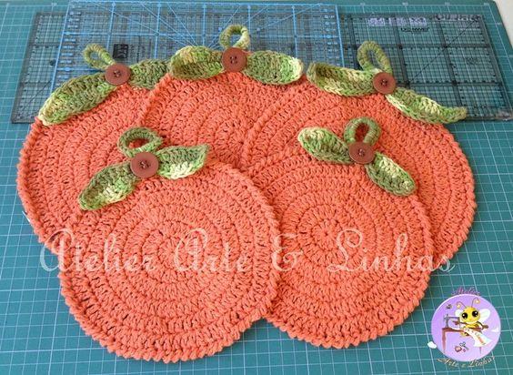 Kit de croch� em baabante 100% algod�o, contendo 2 descansos para panelas medindo 21 cm x 21 cm e 2 pegadores de panela medindo 19 cm x 19 cm