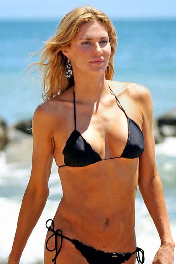 brandi-glanville-bikini-candids-at-the-beach-in-l-a-15.jpg (800×1200)