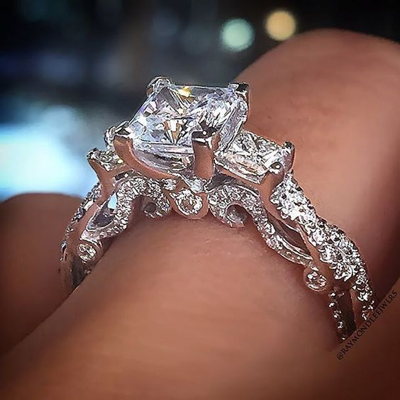 Verragio 3 stone princess cut: