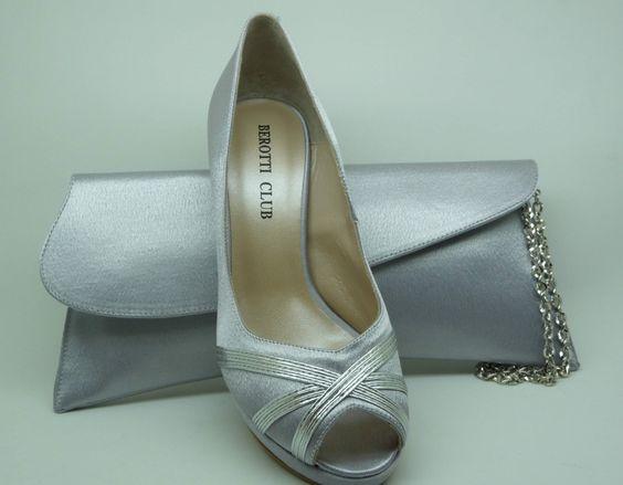 Zapato de vestir con cartera realizados en raso plata. El zapato es de piel por dentro. A la venta en www.dicarolo.com