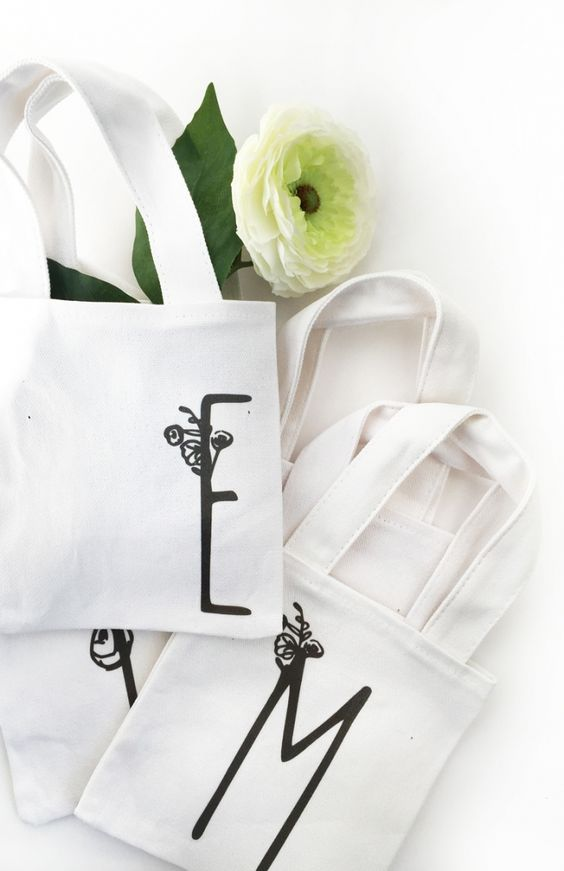 DIY Mini Monogrammed Tote Bags - Maritza Lisa: Have you used iron-on transfers before? I'm now obsessed... Fill these mini totes with flowers and they will make perfect hostess or wedding/bridal party gifts. Click through for the tutorial...