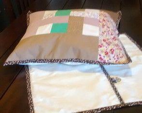Capa para almofada feita em patchwork www.elo7.com.br/dudinhacomcarinho