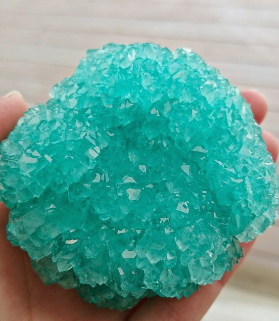 DIY Borax Crystals! These look so cool: Just wanted to add a warning, DO NOT EAT…