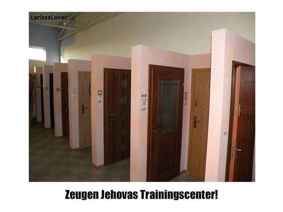Zeugen Jehovas Trainingscenter :-)