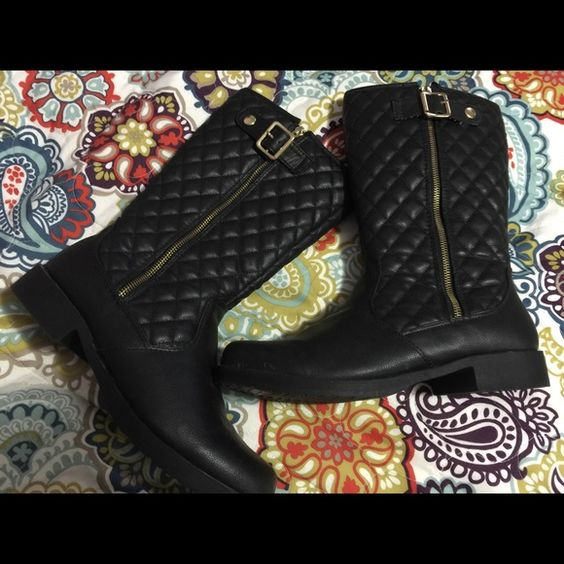 Women boots Size 10.. Never used.. Shoes Winter & Rain Boots
