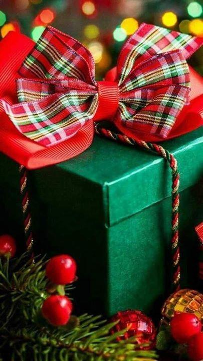 العلاقة بين قلبين ليست صورة دبلتين علـى الفيس بـوك وليست لحظة رومانسية في حفل تلتقط فيه العيون Christmas Colors Wallpaper Iphone Christmas Christmas Joy