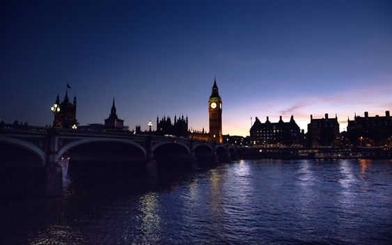 Download Wallpapers 4k Big Ben Westminster Bridge Thames River English Landmarks Darkness London England Uk Besthqwallpapers Com Day Trips From London London Travel London Vacation