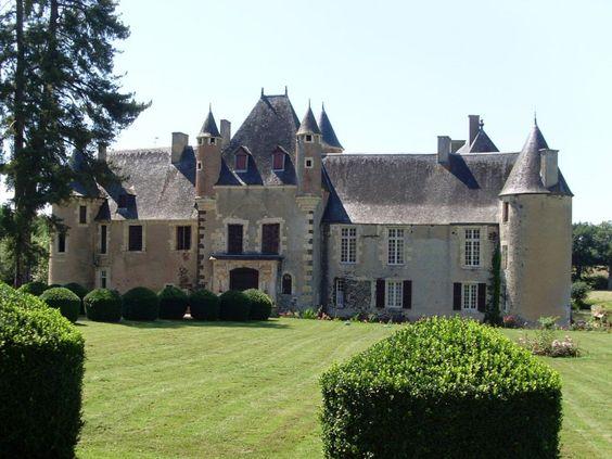 Château de Boucard.  Le Noyer 18260. Berry.