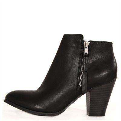 Pimkie.fr : Avec son look sobre et épuré et sa parfaite hauteur de talon, la bottine est un indispensable mode.
