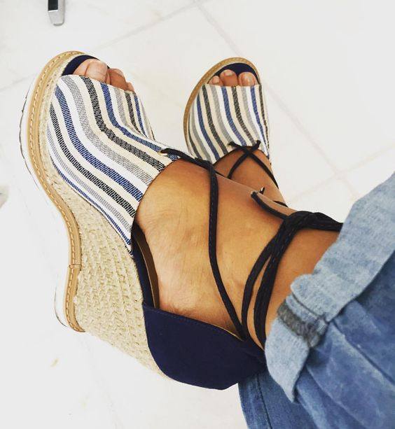 """Espadrilha amor do dia!  da @passarela (temos cupom de desconto na @passarela hein! Compras acima de 99 reais com 10% off, só usar o cupom """"fufunapassarela"""") #sotd #blue #shoes"""