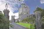 Knappogue Castle was built in 1467 by Sean MacNamara, and is a magnificent example of a medieval tower house. It has a long and varied history ~ from a battle field to a dwelling place.  In 1571 the Castle became the seat of the MacNamara Clan ~ Earls of West Clancullen.