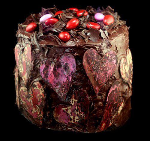 Fudgy y húmedo Un Tazón oscuro pastel de chocolate de la receta, y la más increíble dulce de frambuesa Buttercream.  No Color de Alimentos - All Natural.