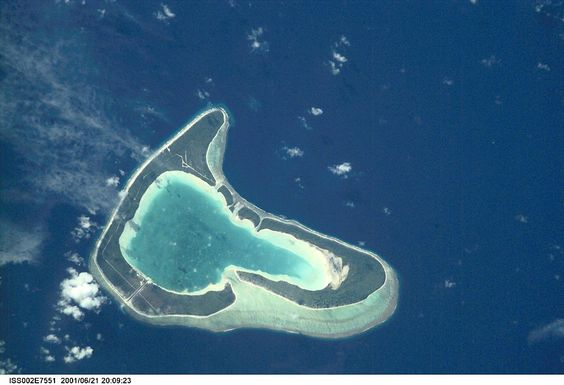 "* Tupai * aka ""Motu Iti"".  ""Atol"" nas Ilhas da Sociedade, Polinésia Francesa. Distante 22 Km de Bora-Bora. Área: 11 Km²."