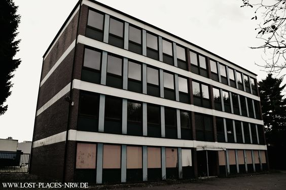 Verlassenes Bürogebäude in NRW | #LostPlaces | #Urbexfotografie | www.lost-places-nrw.de