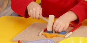 Garabatos, trazos y colores: el niño se vuelve un artista