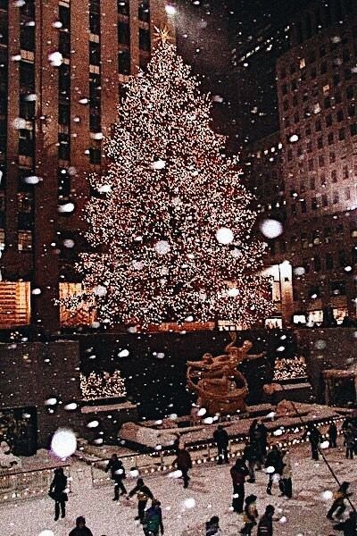 Pin Heatherdelamorton Elka Xmas Wallpaper Christmas Wallpaper New York Christmas