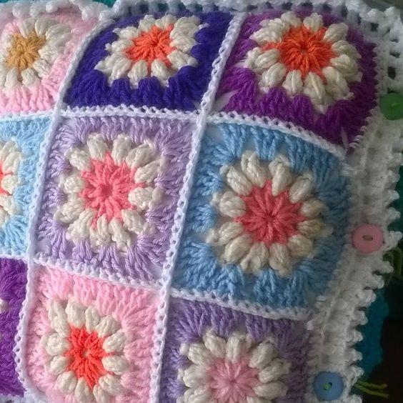 Lindo cojin a crochet