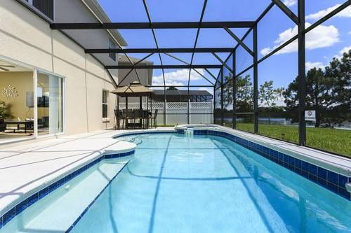 Rolling Hills at Formosa Gardens Kissimmee (Florida) Situated in Orlando, this air-conditioned villa features free WiFi, a hot tub and a patio with lake views. The property is 6 km from Disney's Hollywood Studios and boasts views of the pool. Free private parking is available on site.