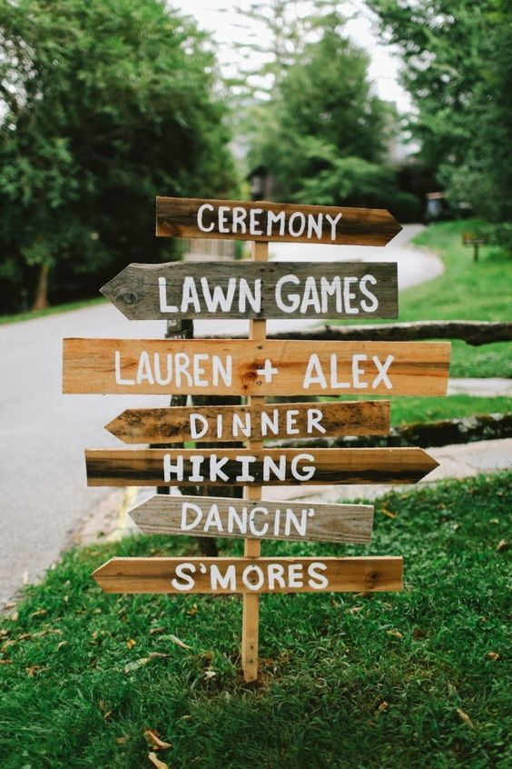 Wedding program meets crafty directional sign with this wedding detail that has all your bases covered.