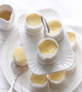 Geeiste Zitronentörtchen - Kühlschrankkuchen: Kuchen ohne Backen - [LIVING AT HOME]