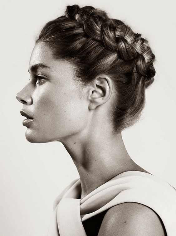 Braided crown - add texture to your hair first using the 3''' More Inches Finishing Feed then style using the 3''' More Inches Holding Spray 1. http://vanclarke.com/shop/styling/17-thicken-shine-finishing-feed.html 2. http://vanclarke.com/shop/styling/16-hairspray.html