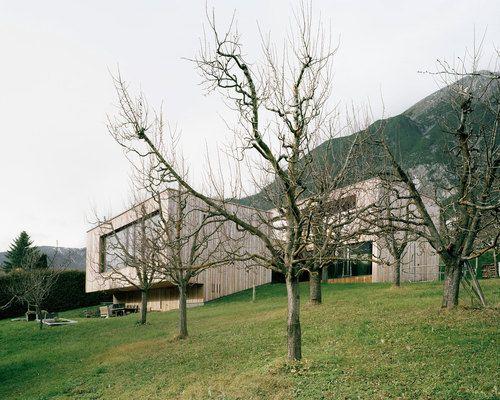 Single Family Home, Upper-Inn Valley, Tyrol.<br> Realization 2010-2012<br><br> Credits<br> Project Team: Andreas Siess Baumanagement, Landeck (Site Management), mkp Merz Kley Partner, Dornbirn ...