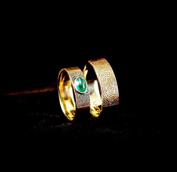 NextPrachtige Gouden Trouwringen met Diamant, de ringen zijn gekocht in mijn webshop en in mijn atelier heb ik er dit van vervaardigd!