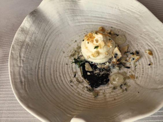 Restaurant gastronomique Christian Tetedoie Pré-dessert Mousse chocolat blanc et sésame noir