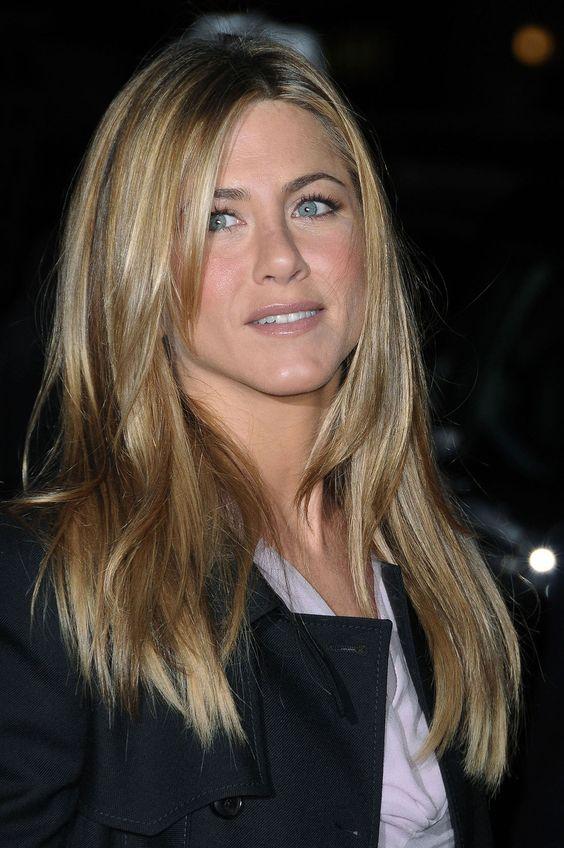 Jennifer Aniston blonde straight hair