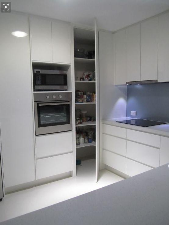 Unsere Selbstgebaute Begehbare Speisekammer Macht Fortschritte Und Enthullt Speisekammer In 2020 Kuche Ecklosung Wohnung Kuche Kuchen Design Ideen
