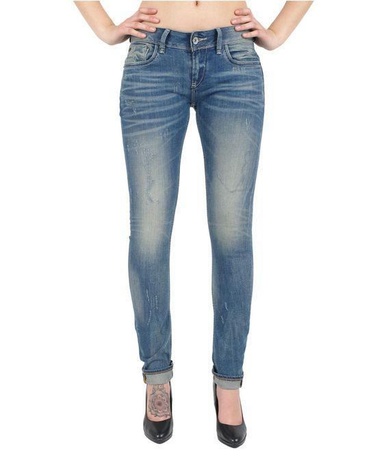 ❤ GARCIA RIVA Jeans - Slim Leg - Vintage Destr ❤   Slim Fit - schmales Bein Details: feminines Garcia Stoffpatch an der Gesäßtasche Stretch Jeans für ein hohen Tragekomfort mittelblaue Used Look mit Destroyed Effekt - unser Model ist 180 cm groß und trägt die Größe W 30 / L34 - Material: 100% Baumwolle Waschung: Vintage Destr Jetzt bei Jeans-Meile kaufen