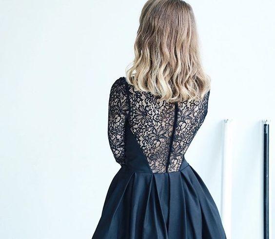 Tellement fan du décolleté dans le dos de cette jolie robe ♡ Disponible sur http://bit.ly/decollete-dentelle (lien direct dans ma bio)