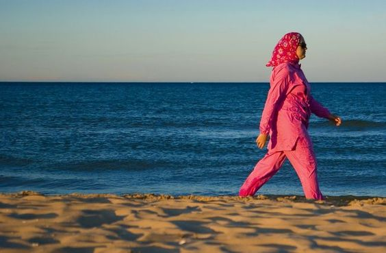 maroc-plage-bleu-rose-scenes-de-vie--996ac3T650.jpg (650×426)